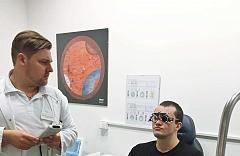 Viktor Ostrovský operácia očí 05